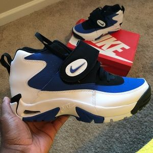 Nike Air Mission (only worn twice) classic sneaker